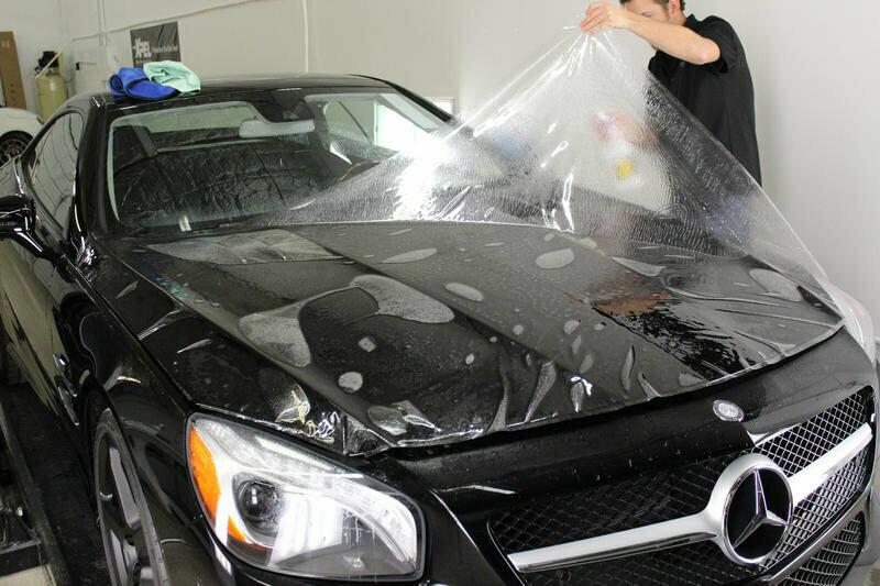 Зачем некоторые водители оклеивают кузов машины прозрачной пленкой