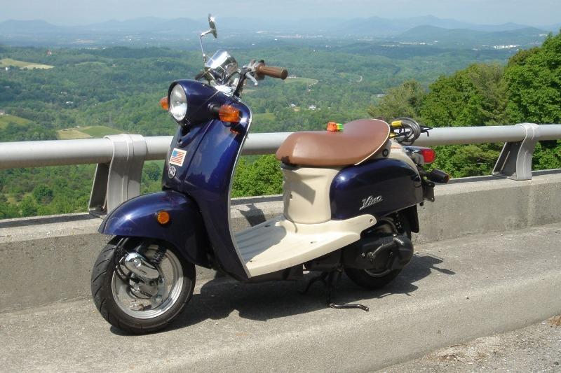 5 скутеров, привлекающих внимание изящным ретро-дизайном